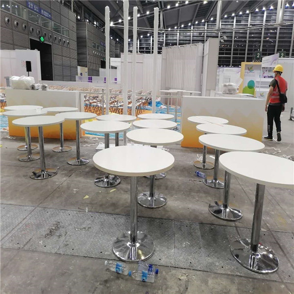 深圳会展中心200个桌椅摊位摆放