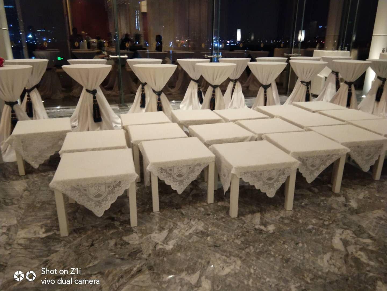 广州保利洲际酒店 吧桌千亿体育下载 沙发千亿体育下载 方茶几千亿体育下载摆放完毕