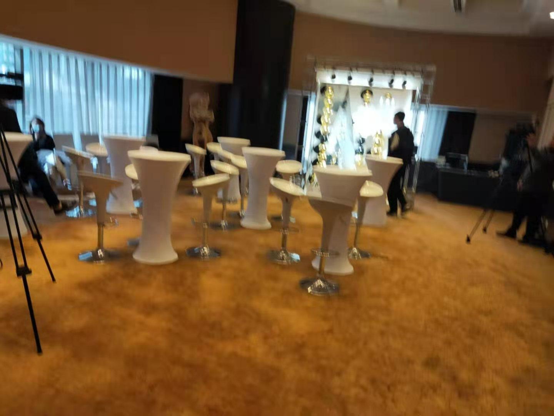 上海汤臣洲际大酒店吧桌椅送货 摆放 顺利完工