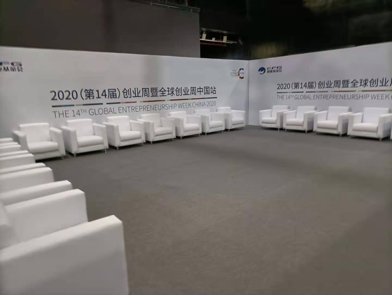 上海国际时尚中心沙发千亿体育下载摆放完成